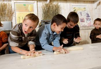 Atelier pain pour enfant  à la Ferme de Gally de Saint Denis
